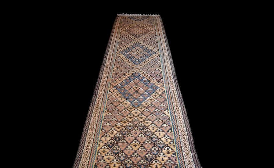 Galerie, Kilim Senneh, 118 cm x 460 cm, Iran, Milieu XXème, Superbe état