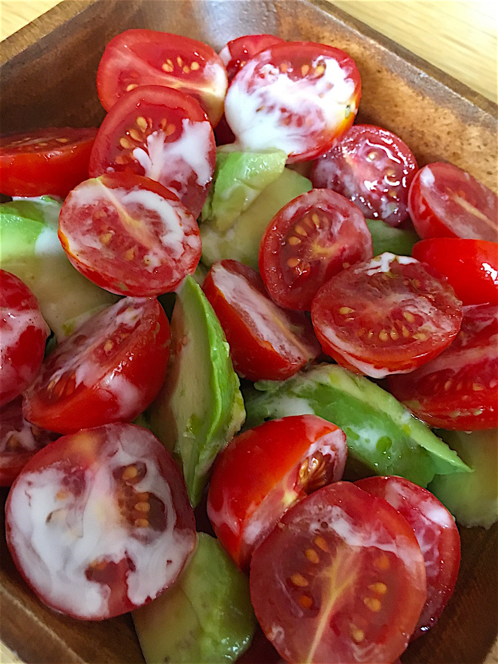トリプルで美肌効果!アボガドとトマトのレモンドレッシングサラダ