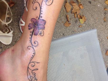 Un troisième tatouage.