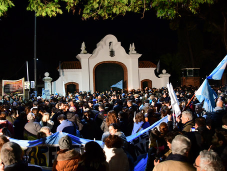 En Olivos, miles reclamaron a Macri no favorecer la legalización del aborto
