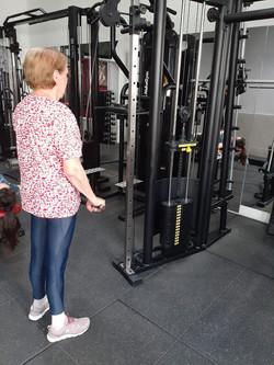 Aluna_treinando_na_musculação