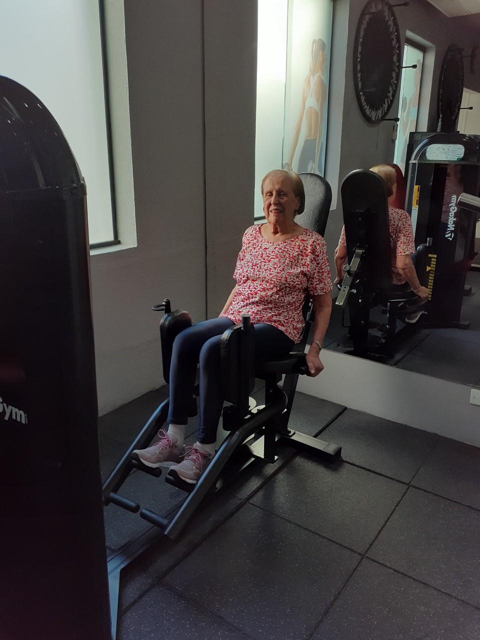 Nossa aluna 94 anos praticando Musculação.
