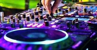 DJ-animateur-a-Brissac-Quince.jpg