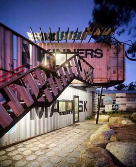 centro comercail con containers.jpg