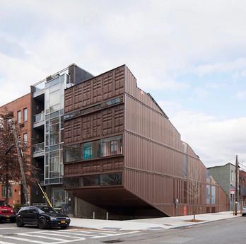 pisos container.jpg