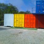 Fachada contenedor pintado