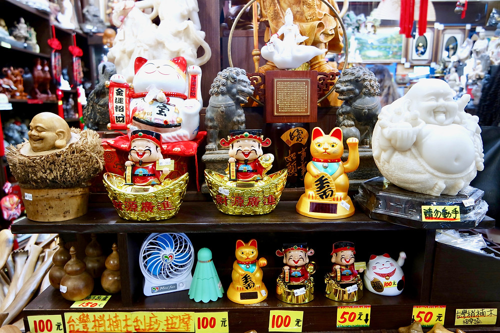 A little shop packed with Taiwanese gifts