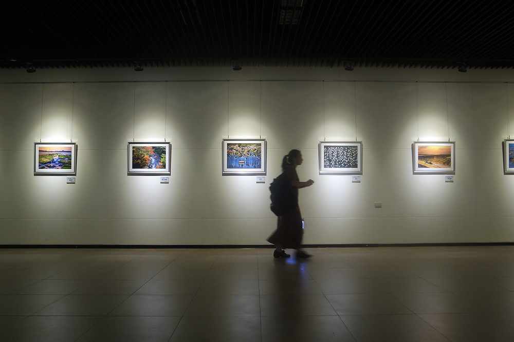 Travel Tips for Taipei: There is an art gallery inside the Chiang Kai-shek Memorial Hall
