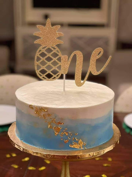 Gold leaf blue ombre cake.jpg