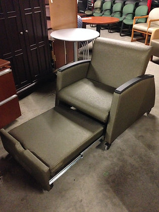 #235 Pre-Owned Guest Chair w/ Pull-Out Footrest