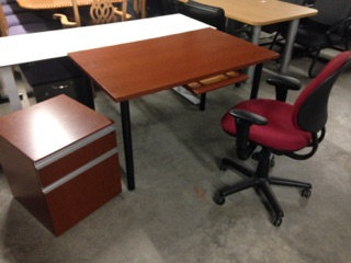 #307, Pre-Owned Knoll Contemporary Desks