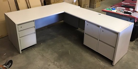 "#389, Pre-Owned Steelcase 9000 L-Shaped Desks | 75""W x 90""D"