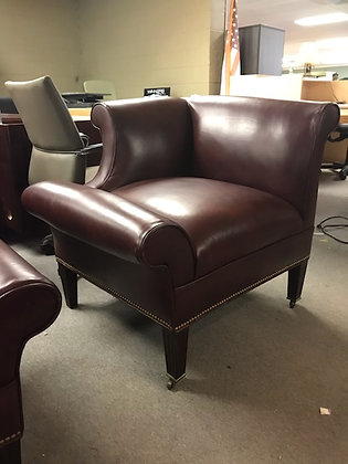 #499, Pre-Owned Oxblood Vinyl Guest Chair