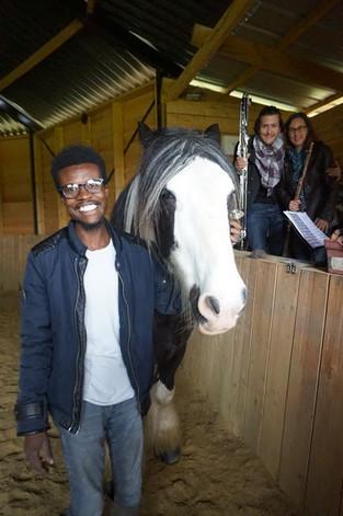 Ibrahim, migrant soudanais - et son cheval partenaire
