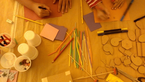 Children participating in the automata workshops (3)