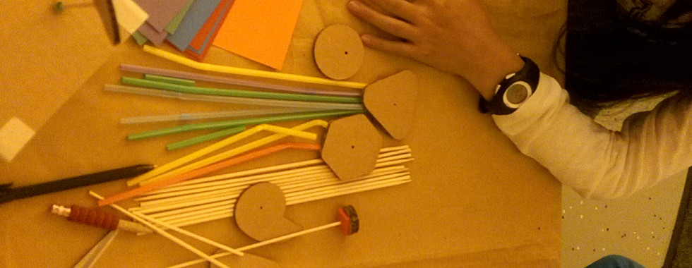 Children participating in the automata workshops (4)