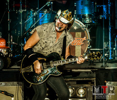Ted Nugent at Peabody 8-19-44.jpg