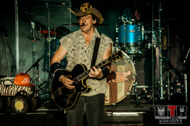 Ted Nugent at Peabody 8-19-33.jpg
