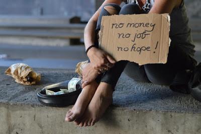 مواطن غني في دولة فقيرة