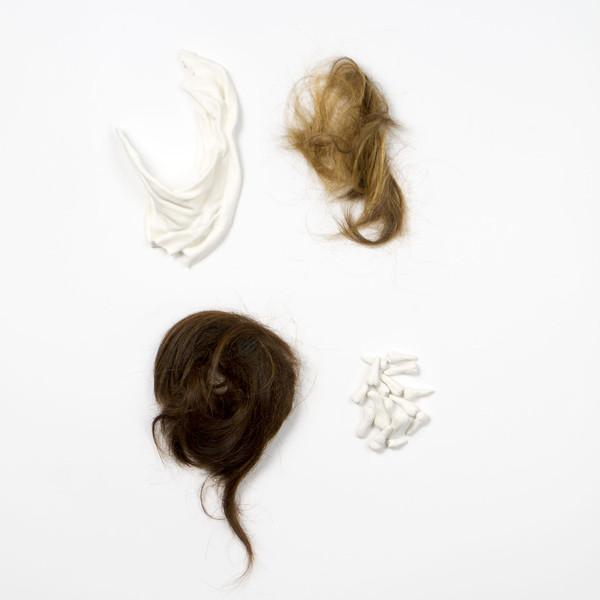 2015 ensemble de pièces  entre 9x12 cm chaque porcelaine et cheveux