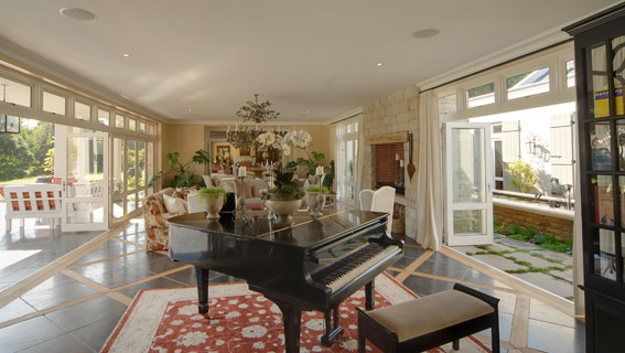 lounge & piano E.jpg