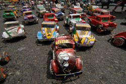 5370 hand made toy cars traffic 2 almy.jpg