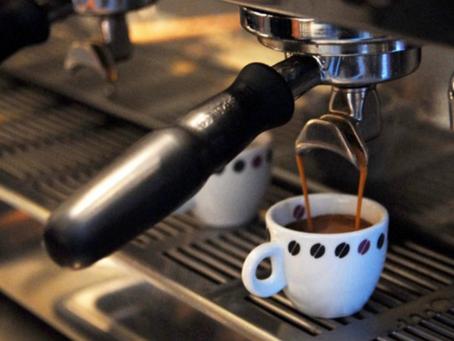 Com redução da safra do café arábica, indústria amplia uso de canéfora em blends