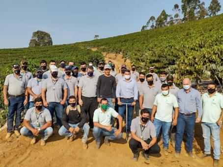 Coocafé auxilia cooperados no cultivo de café conilon
