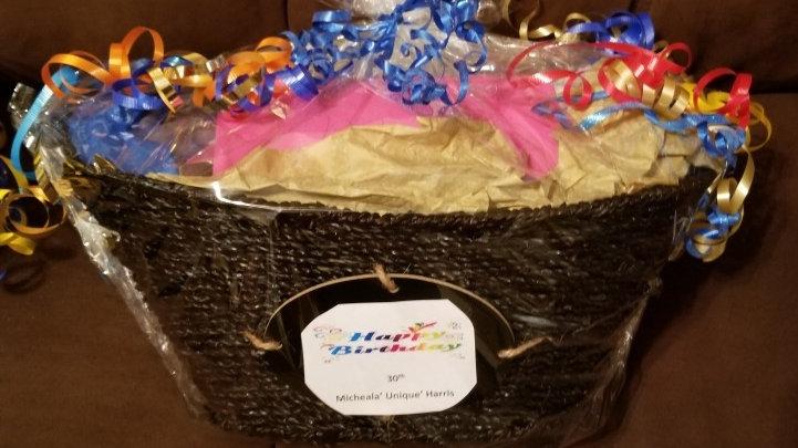 Women/Men Medium Simple Birthday Basket