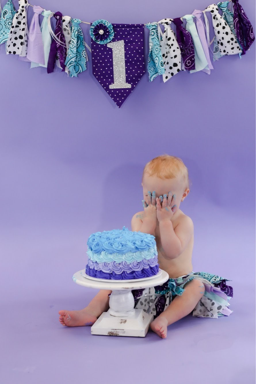 Kentucky-based cake smash and family photographer. Shayna Johnson Photography in Paducah, Bowling Green and Nashville.