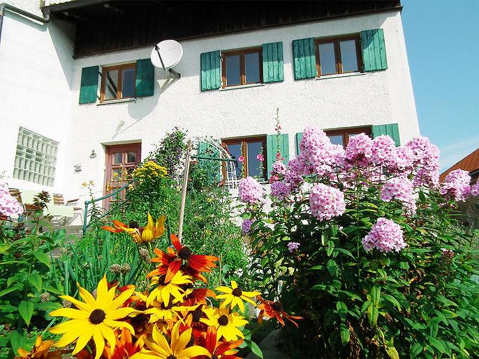 Garten_Ferienhaus_Blumen.jpg