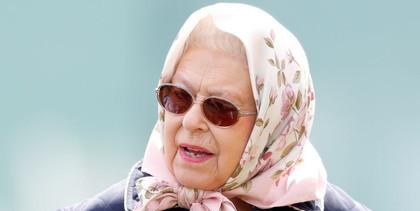 erzsébet királyné szemüvegben