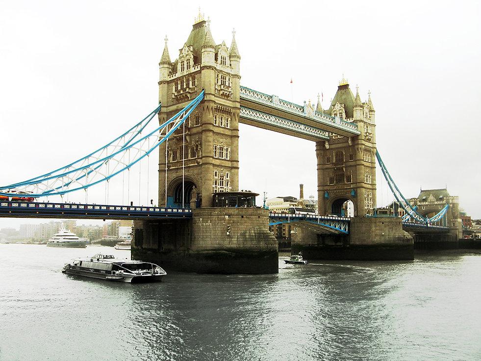 Tower Bridge in London on Anu Misa Children's book web site