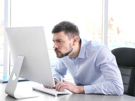 POSTURA CORRETA NO COMPUTADOR - Cuide de como se posiciona ao trabalhar e some desempenho e saúde