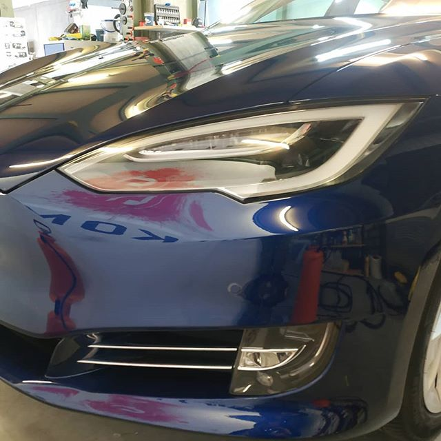 Tesla Bodyfence Wrap. Protect your car with ultratransparent, selfhealing, selfcleaning PPF