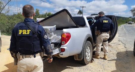 PRF prende traficante armado transportando quase 700 quilos de maconha em Pelotas