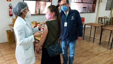 1.458 pessoas foram vacinadas contra a covid-19 no sábado, dia 10