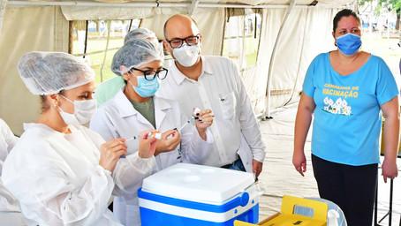 Novo drive-thru para vacinar maiores de 85 anos será realizado nesta sexta