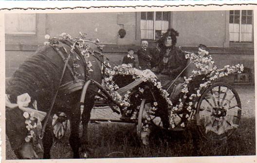 Au corso fleuri, 1927