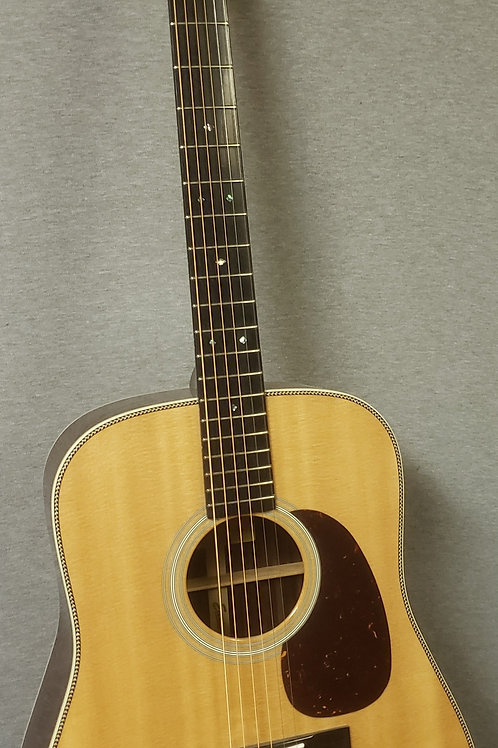 Eastman E8D Dreadnought Acoustic Guitar With Hardshell Case