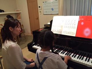 ピアノのレッスンです