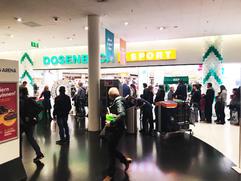 besuchermagnet-schlange-im-einkaufscente