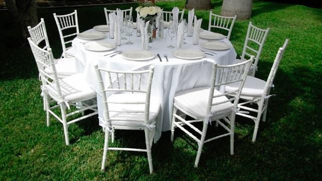 sillas-tiffany-mesa-rendonda-rentaleon