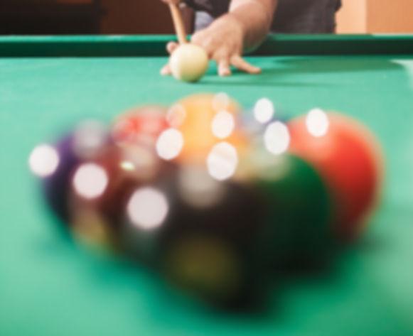 player-breaks-a-pyramid-in-billiards-PJP