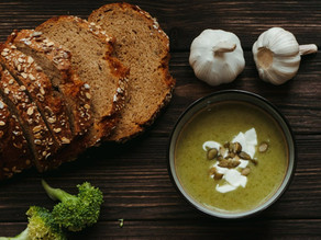 Snelle courgette broccoli soep