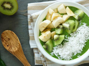 Groene smoothie bowl met kiwi en banaan