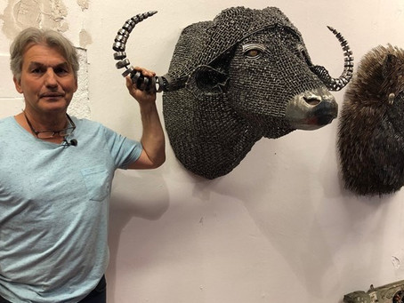 Omroep Brabant: Leeuw van oude vorken en duizenden boutjes in een olifant