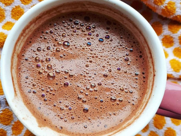 How to create holy foam on your cacao drink