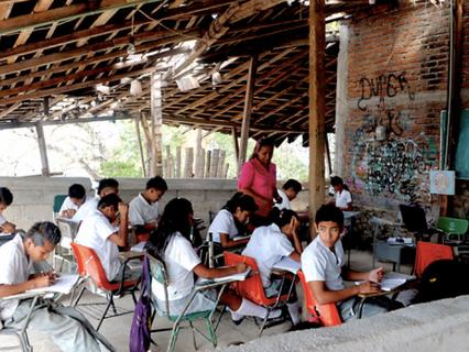 Problemas de la educación básica mexicana en el marco de sus cambios curriculares y la globalización