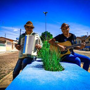 """Perfil: """"Aqui no Nordeste, a gente precisa ser um verdadeiro artista"""", diz Tiquinho do Acordeon"""